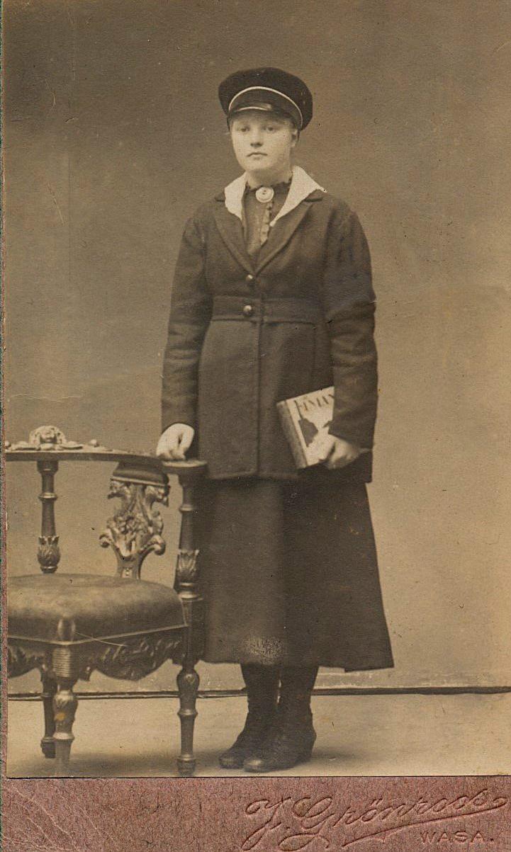 På bilden Edna Öist, som år 1924 gifte sig med Frans Ålgars.