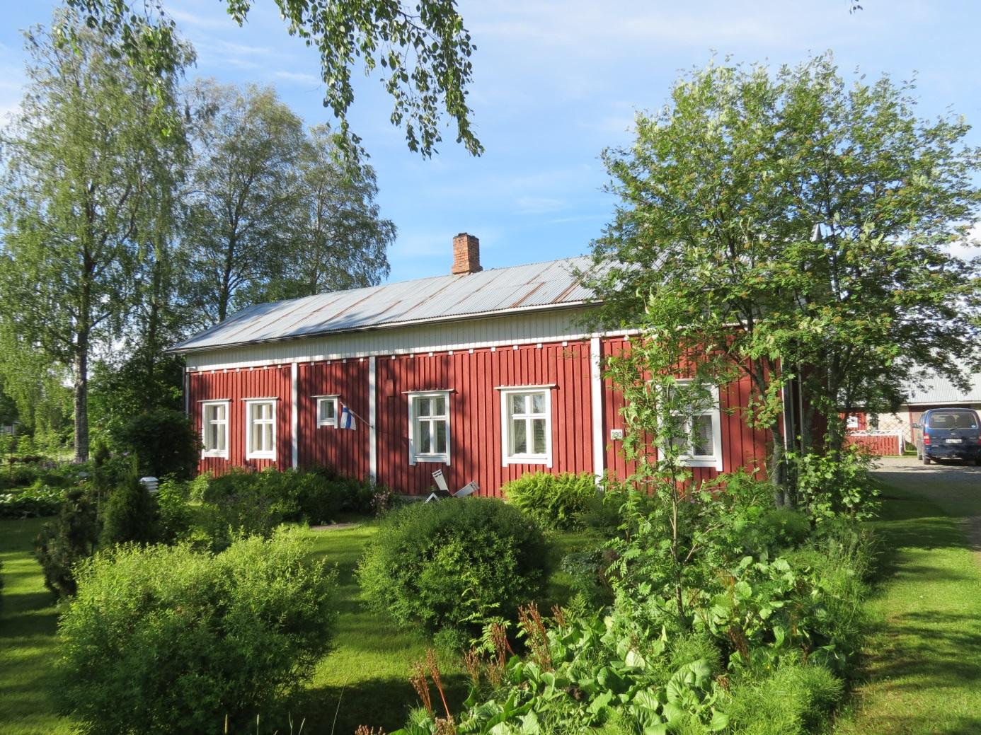 På bilden Norrgårds gamla bondgård, fotograferad 2015 från landsvägen.