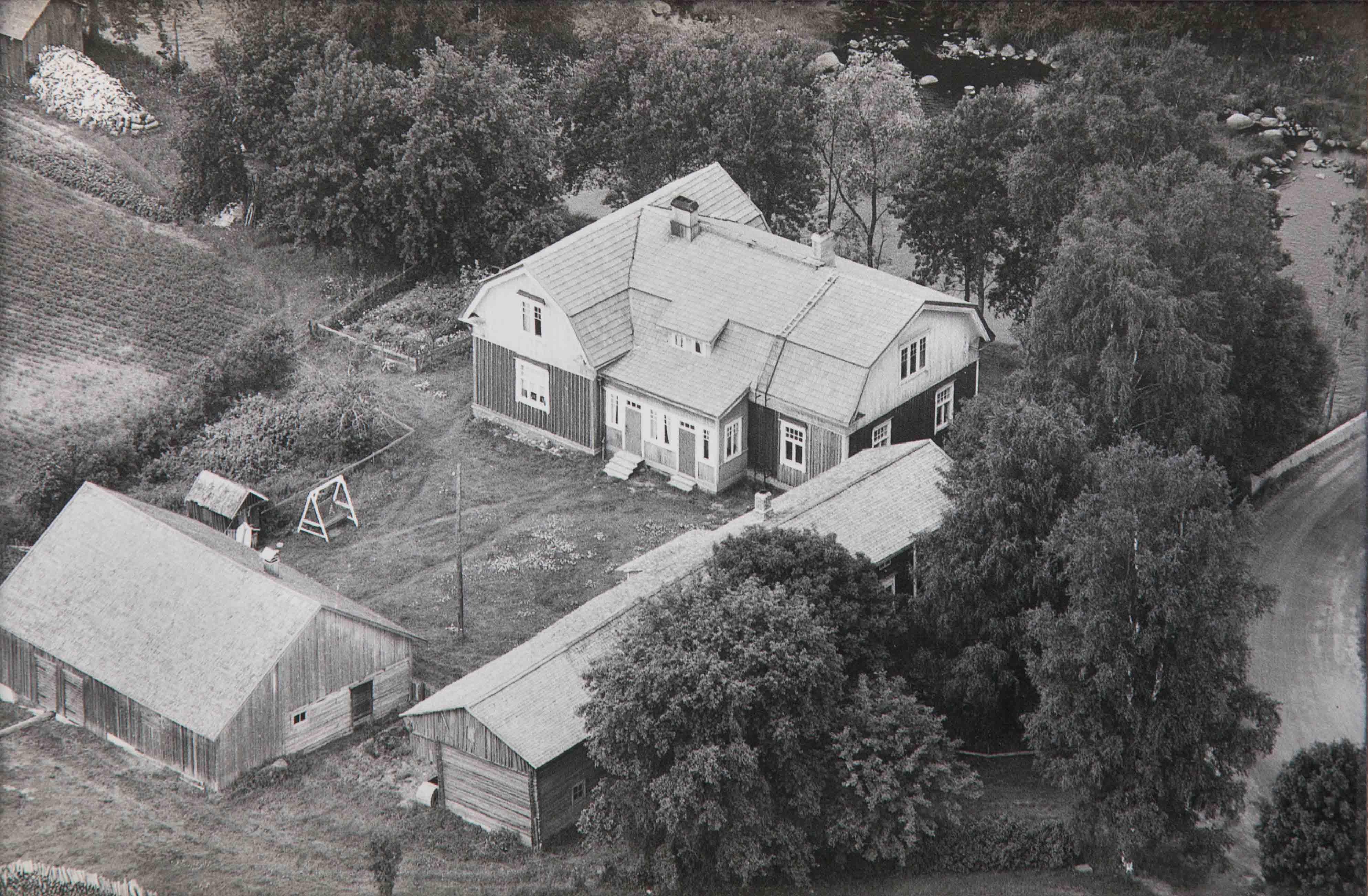 Flygfoto från 1961 med Westerbacks ståtliga gård på Åddin.