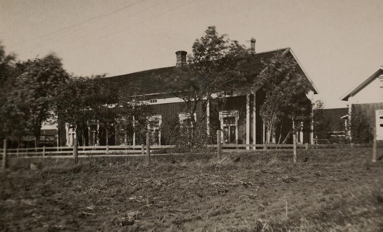 Här Erland Båsk stora bondgård i Kiaskroken.