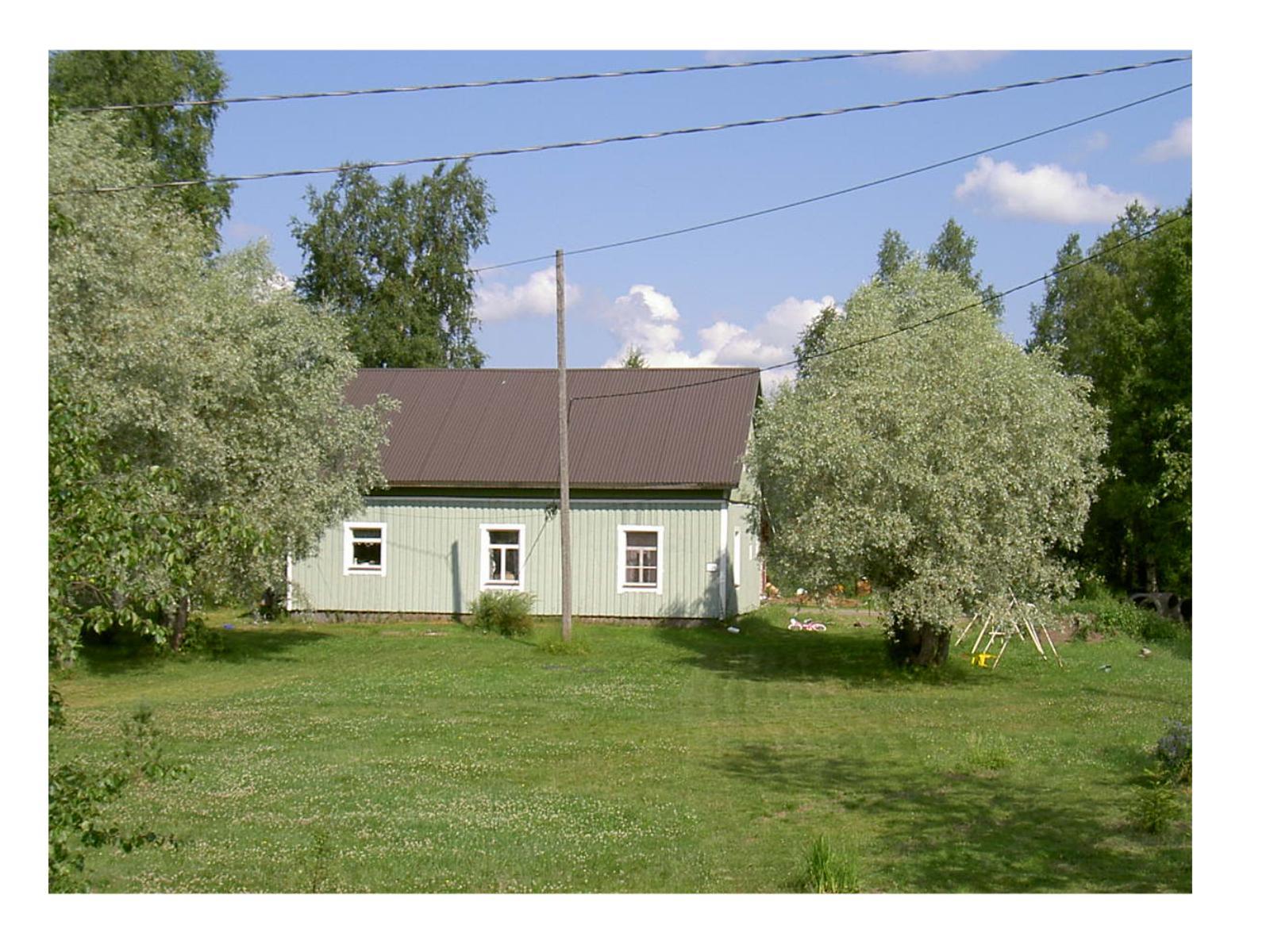 Så här såg Strömberg Selims gård ut från landsvägen år 2003, efter att den blivit grundligt renoverad.
