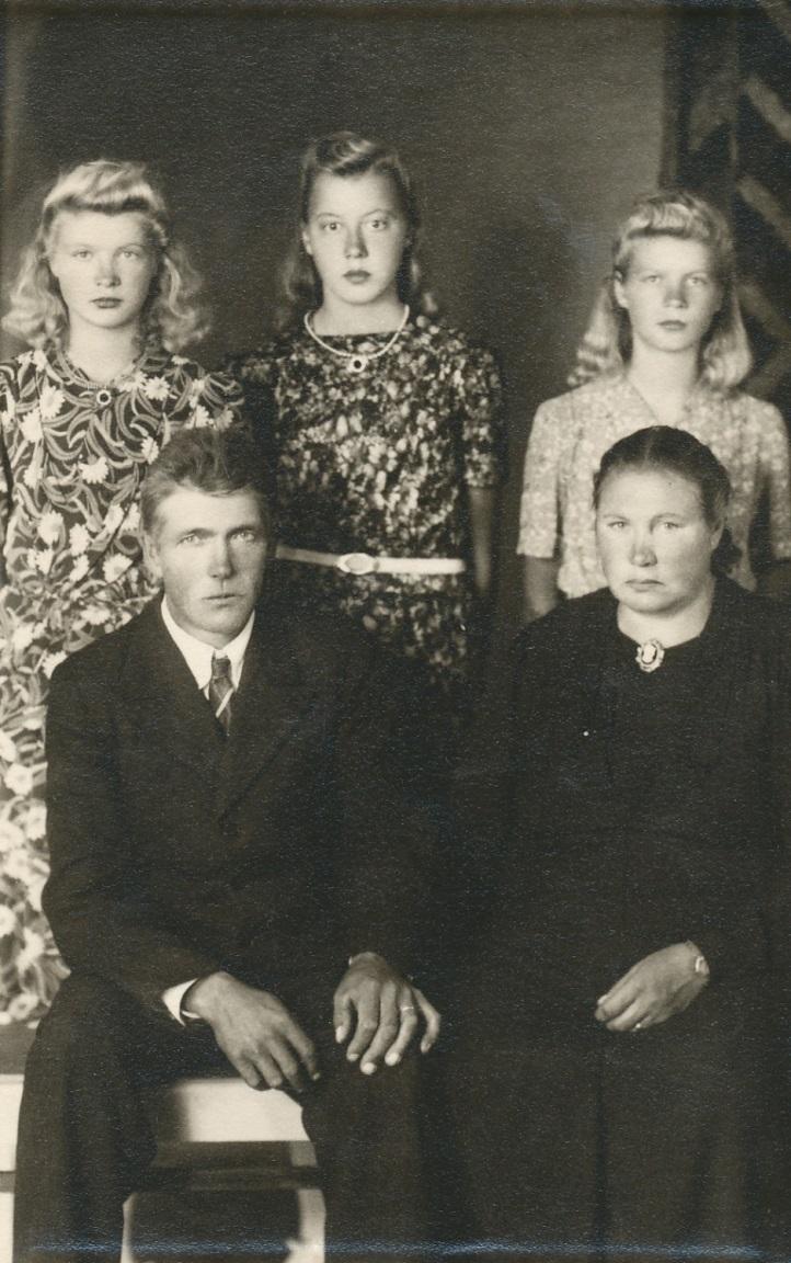 Här familjen Blomkvist år 1946.