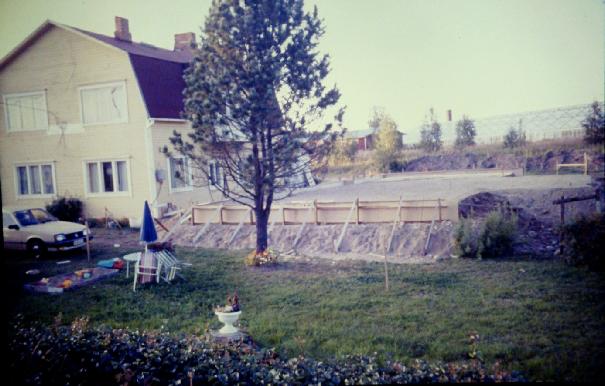 """År 1983 gjordes grunden till det nya huset söder om det gamla """"Anderssonas""""."""