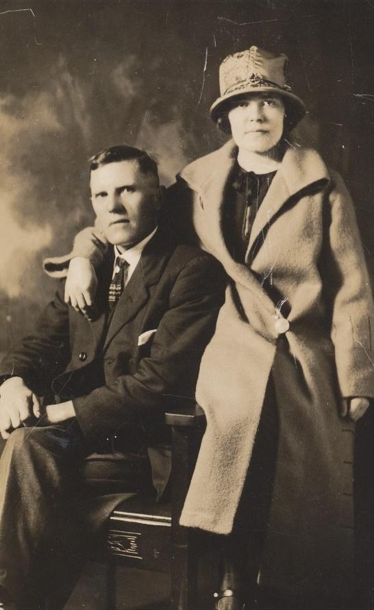 På fotot Erland Norén tillsammans med sin dotter Anni. Fotot taget runt 1930 för Anni dog år 1932.