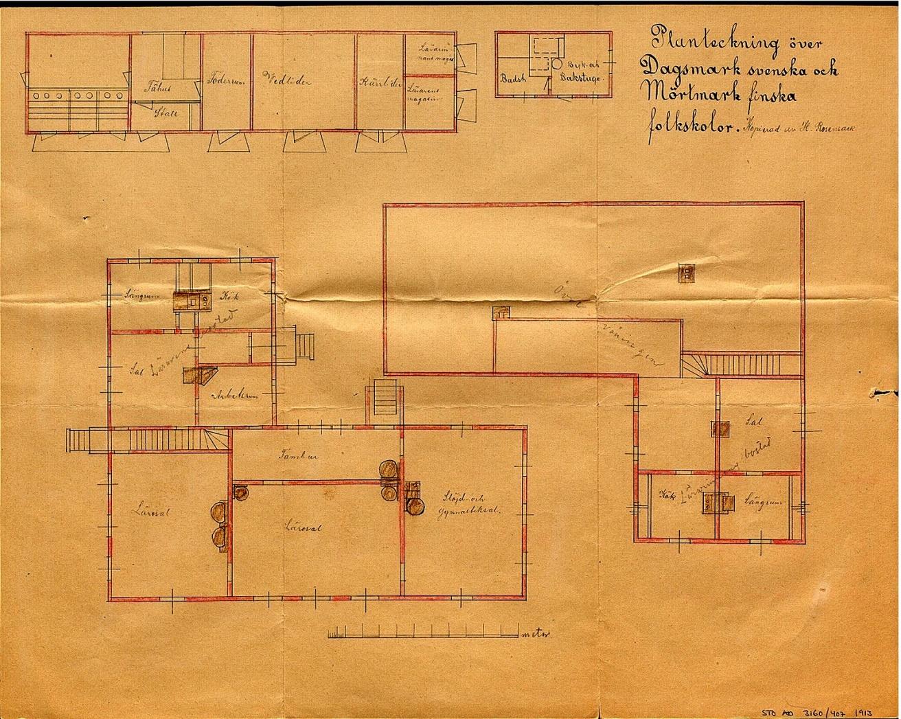 Byggmästare Holmström fick alltså i uppdrag att göra ritningar på en helt ny skola i Dagsmark. På bilden planritning av båda våningar med alla uthus. En helt identisk byggnad uppfördes för de finska barnen i Mörtmark. Skolhusen i både Dagsmark och Mörtmark står fortfarande kvar, Mörtmark skola till det yttre i originalskick.