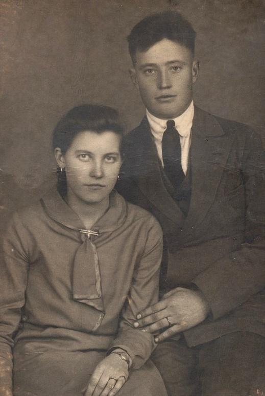 Här på förlovningsfotot Signe Lindroos från Kvarnå och Lennart Nyström.