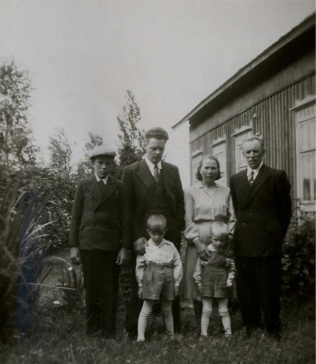 Från vänster Sixten Gröndahl, Eskil Norrgård, Manda och Evert Gröndahl, längst fram står Eskils pojkar Bengt och Gösta.