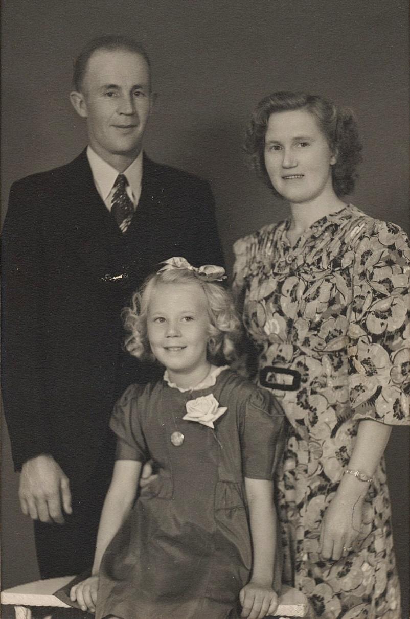 På fotot Julia Norén som emigrerade till Canada 1928 och gifte sig där med Edvard Helsing från Munsala. På fotot också dottern Anita.
