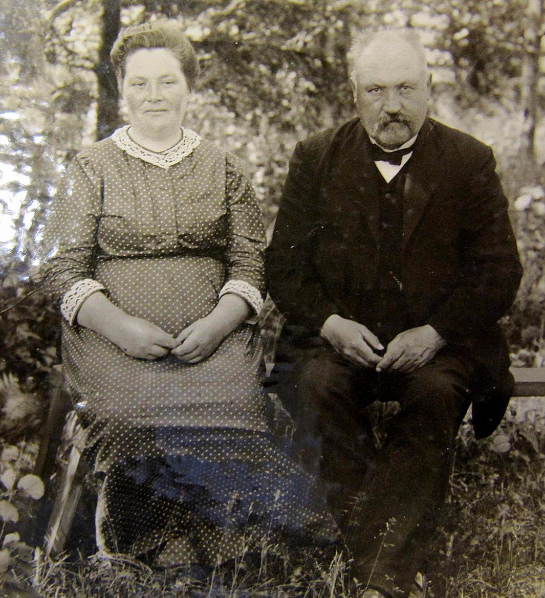 På bilden läraren J. J. Wadström med sin andra hustru Ida.