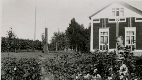 På fotot som är taget av klubbledaren Selim Björses i början på 1930-talet ser vi Verna Agnäs i sitt klubbland.