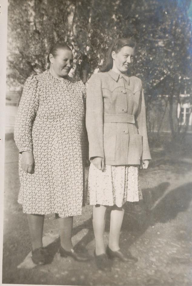 Agnes Blomkvist med dottern Lisa, som senare gifte sig med Arvid Berglund i Lillsjö.