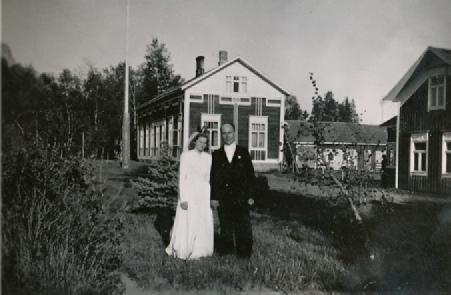 På fotot från 1947 Ellen Agnäs som gifte sig med Kaarlo Heiniö från Bötom.