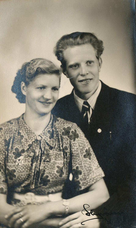 Hedvig Blomkvist har förlovat sig med Bror Vikfors från Korsbäck.