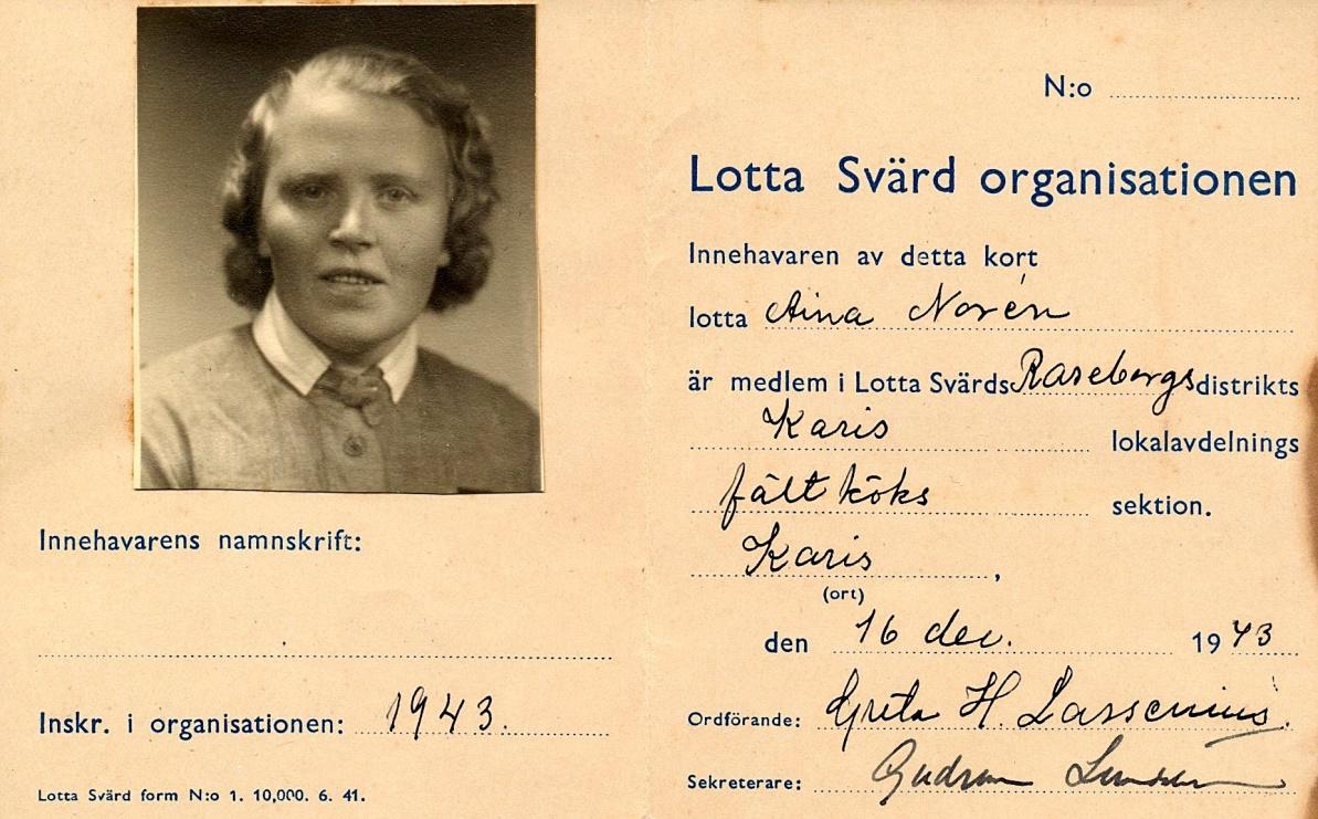 Här Aina Noréns medlemskort i Lotta Svärd organisationen.