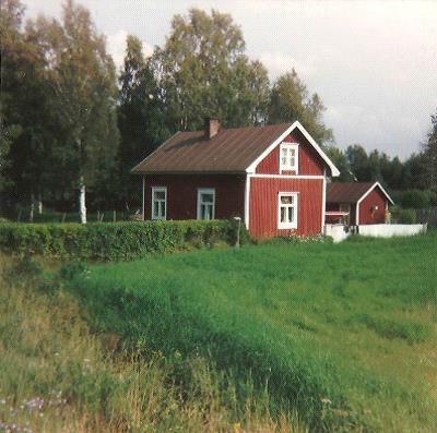 Här huset fotograferat från landsvägen från väster.