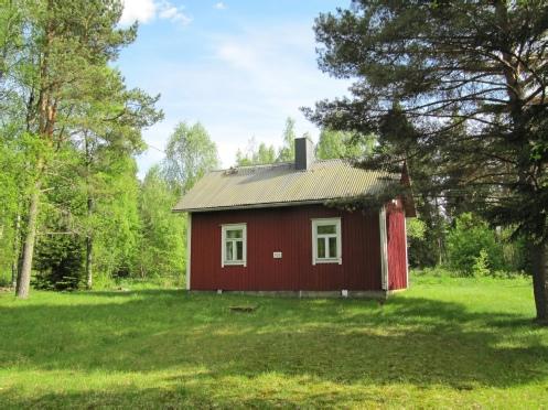 Huset i Storfors fotograferat från landsvägen.