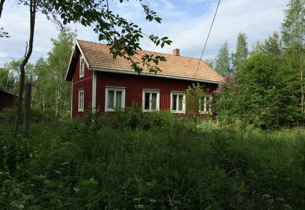 Så här ser Gullmes Emils gård ut i dag, fotograferad från landsvägen.