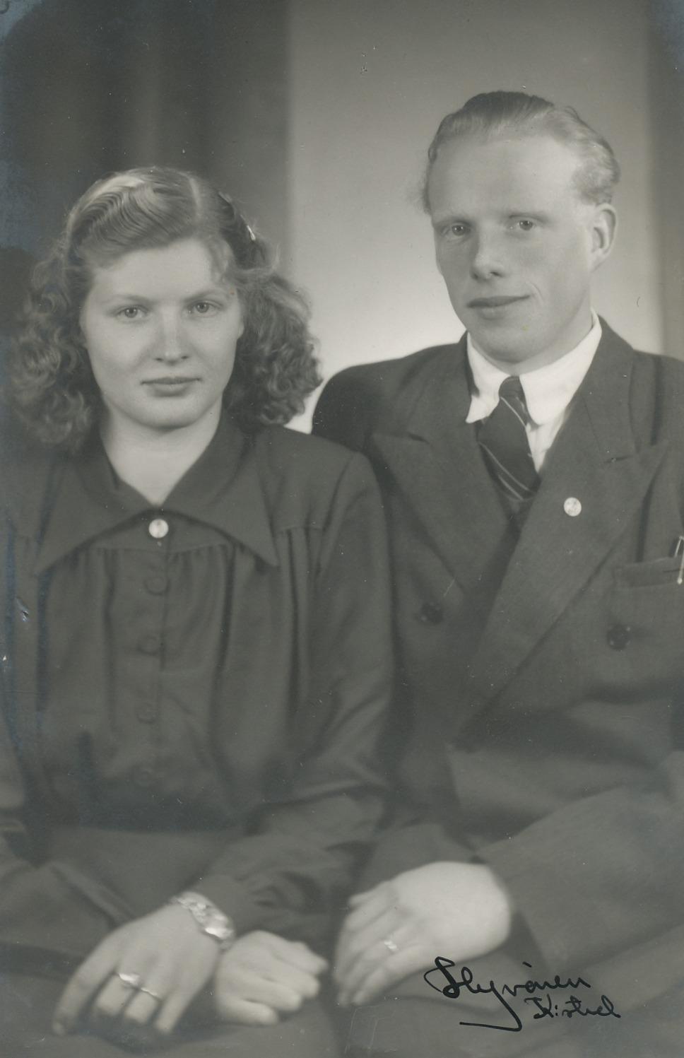 År 1951 förlovade sig Lilli Blomkvist med bondesonen Birger Lindbäck från Langåsin i Perus.