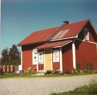 Här huset fotograferat från gårdssidan, från öster.