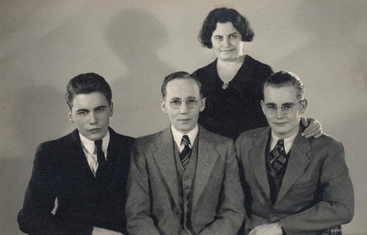 På fotot Cecilia Lillkull, som i Amerika gifte sig med Emil Backman. På fotot också sönerna Robert (f. 1919) och John (f.1918). John Backman brukade ofta besöka släkten i Dagsmark.