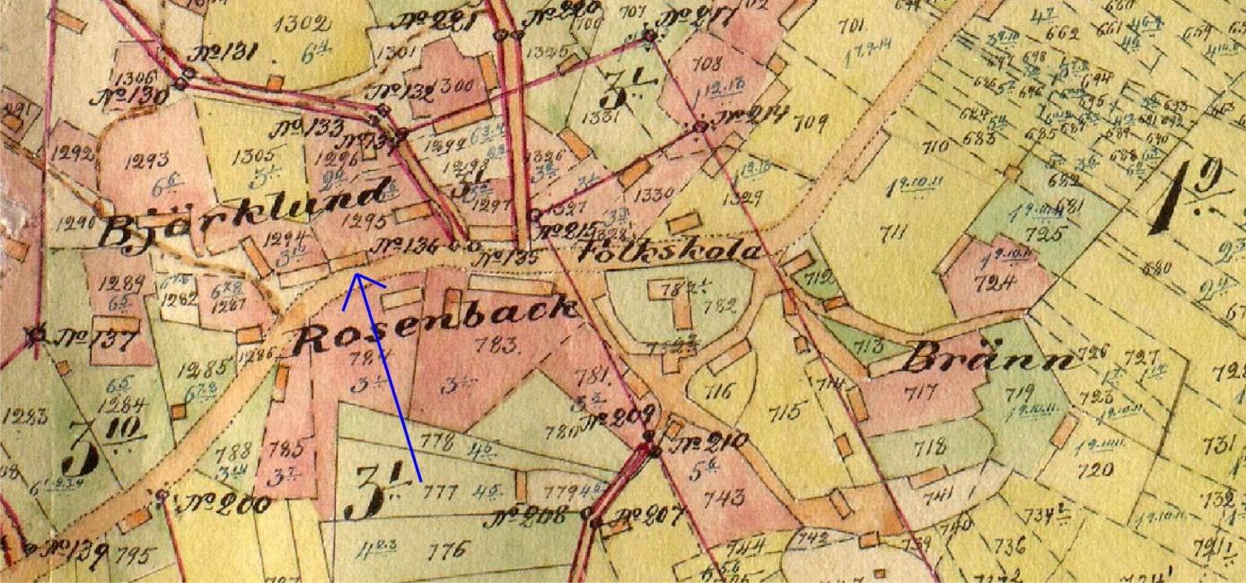 På storskifteskartan så ser vi var Agnäs Henrik och Mina bodde. Det är mycket troligt att Henrik rev ner denna gård som stod med gaveln mot Antas och byggde upp den igen snett över landsvägen, åt sin son Anselm som skulle bli bonde.
