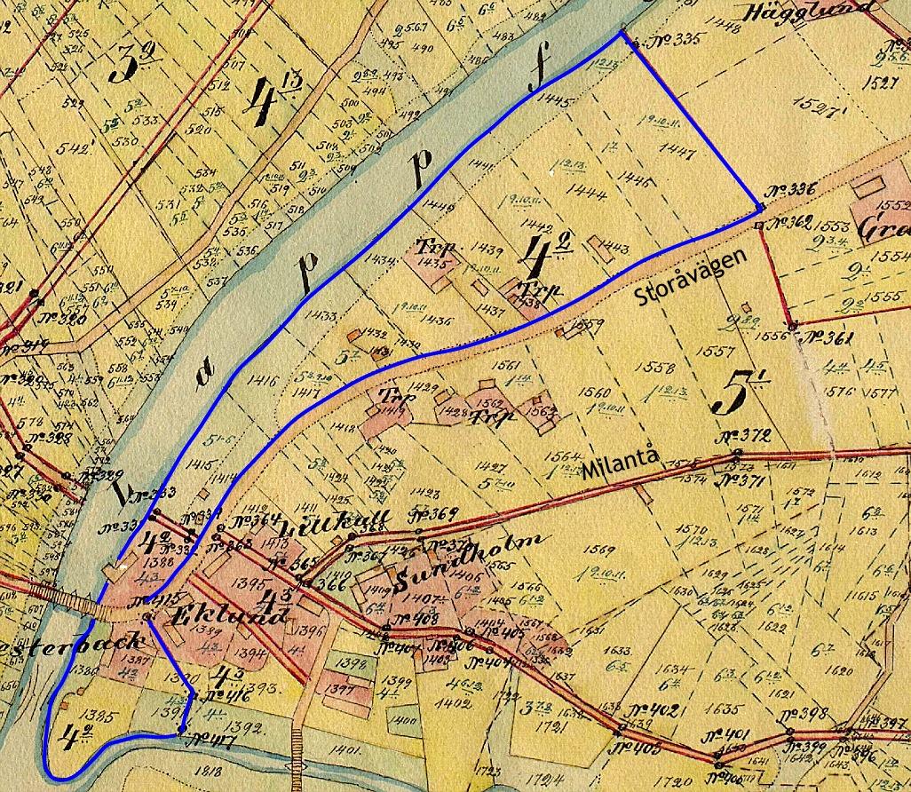 På storskifteskartan från år 1910 ser vi att det från tidigare fanns en gård på samma ställe där den nya gården uppfördes. Den blåa linjen visar det hemman som Ivar Westerback fick efter storskiftet i början på 1900-talet.