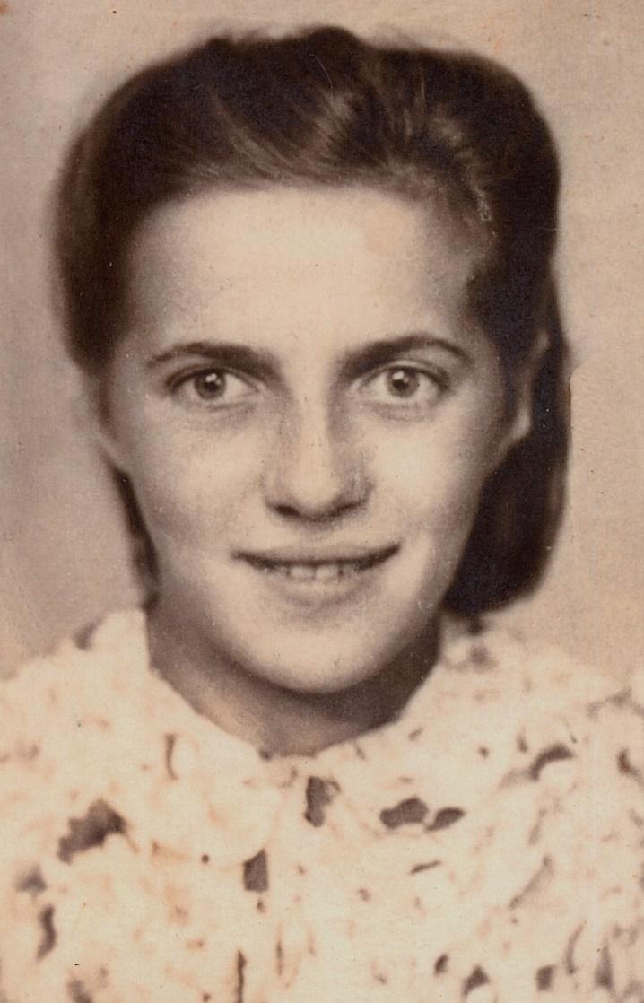 Här på bilden Margit Björklund i konfirmationsåldern.