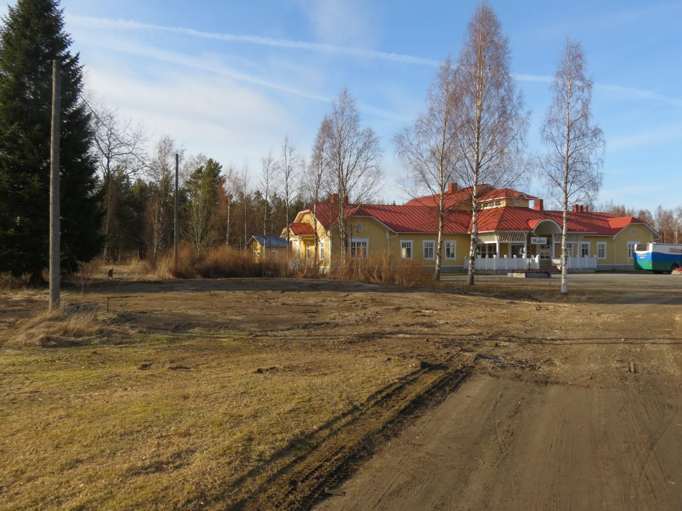 """Området är nu utjämnat och det enda som finns kvar av """"Lillsjö-Bagarin"""" och """"Bagar-Annas"""" är den gamla stenfoten nära landsvägen."""