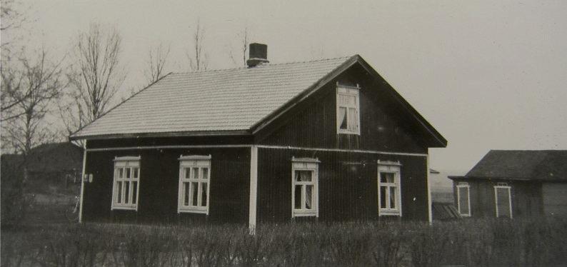 Så här såg gården ut som Erik Anders Rosengård byggde, fotograferad från väster.