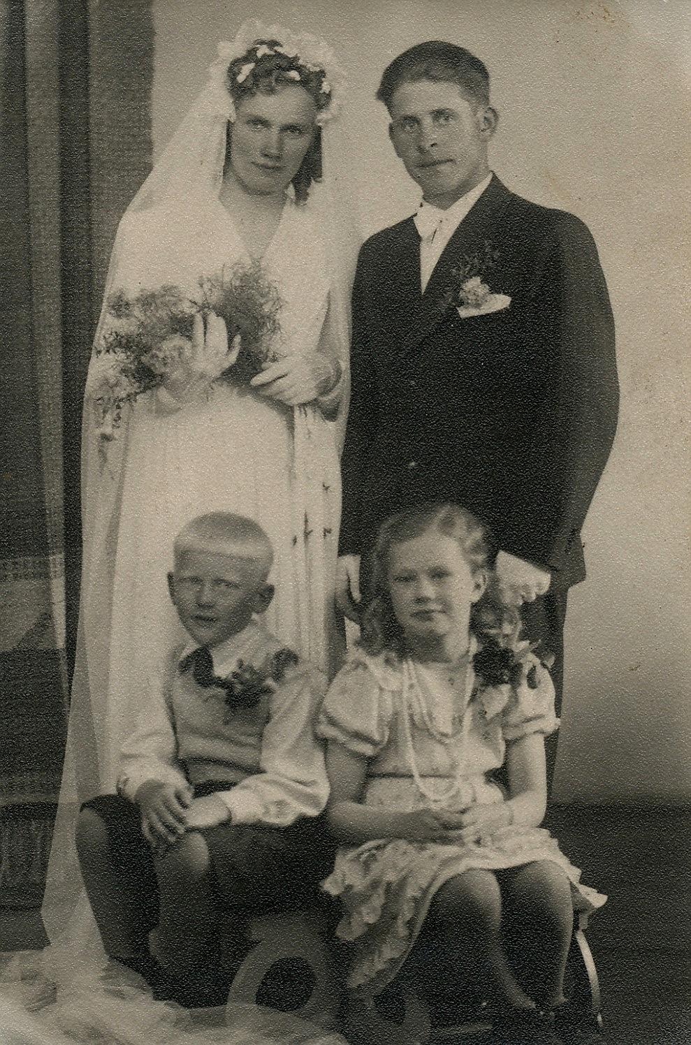 Edit och Holger Hammarberg, nere Harry Lillkull och Kerstin Rosenback, gift Nygren