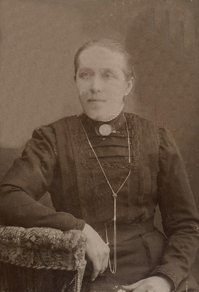 """Trotjänarinnan Vendla Lång (1859-1936) var faster till Josef Lång, han som kallades för """"Bäckas-Josip"""" och bodde på Brobackan."""