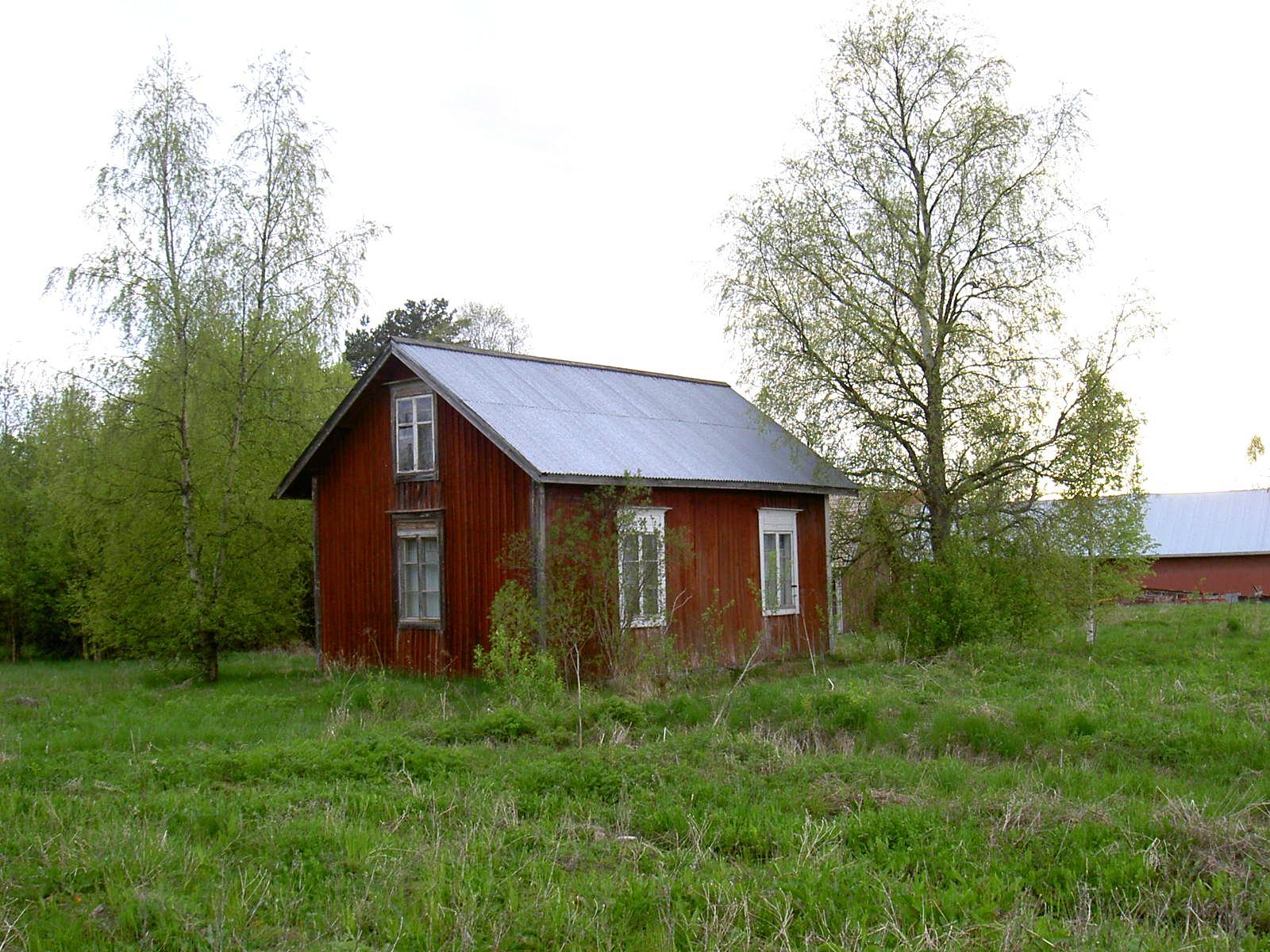 Så här såg huset ut år 2003, fotograferat från Lillsjövägen.