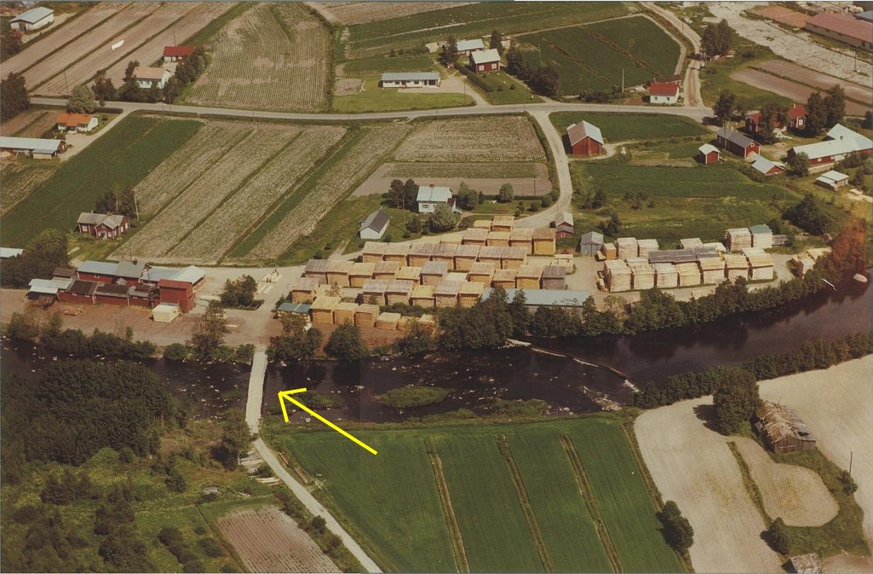 På detta flygfoto över Klemets såg, så syns det bra var Klemets bron stod i tiderna