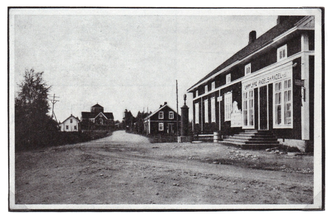 På bilden den nybyggda affären, som öppnades i december 1922. Bakom affären syns Starkes mejeri som senare byggdes om till kommunalläkargård.