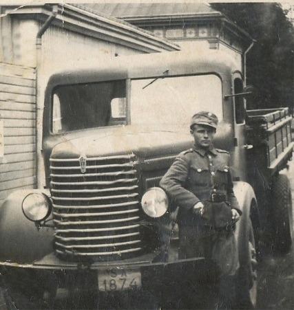 Här på bilden Veli Kangas i militären någon gång efter kriget.