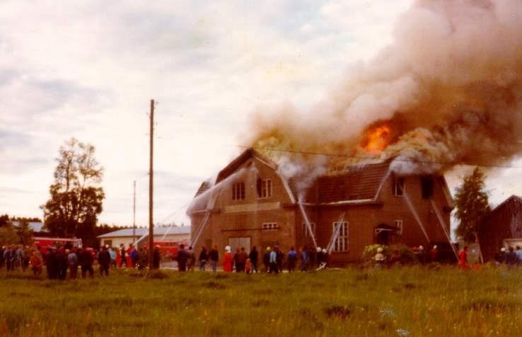 Trots brandkårens snabba utryckning gick byggnaden inte att rädda och tillskyndande Dagsmarkbor kunde bara konstatera att mejeriet var förstört. En storslagen början fick alltså ett abrupt slut.