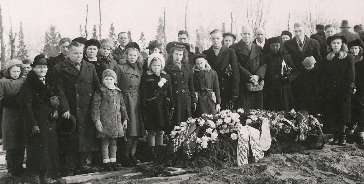 Här hela släkten samlad på Dragås-Hildas begravning i Helsingfors våren 1946.