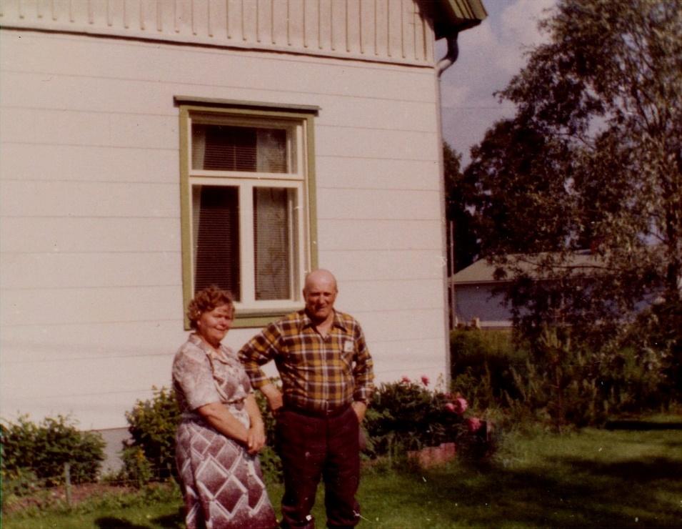 Här Emil Storkull år 1973 som fick besök av brorsdottern Gurli Sjögård från Pjelax.