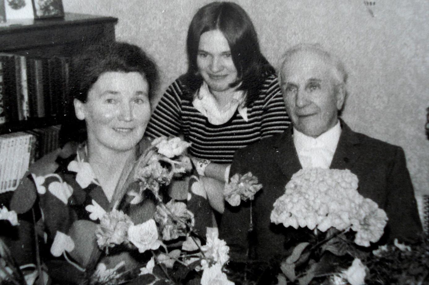 På bilden Laura och Anselm Storkull med dottern Solveig.