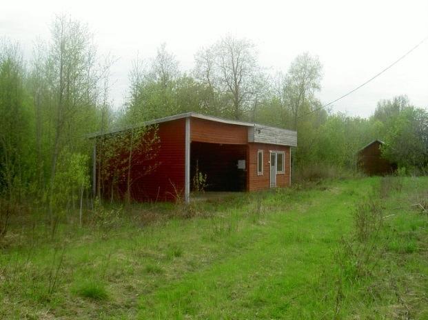 Enda byggnaden som finns kvar är den här med sociala utrymmen som klädförvaring, toaletter och kafferum för personalen.