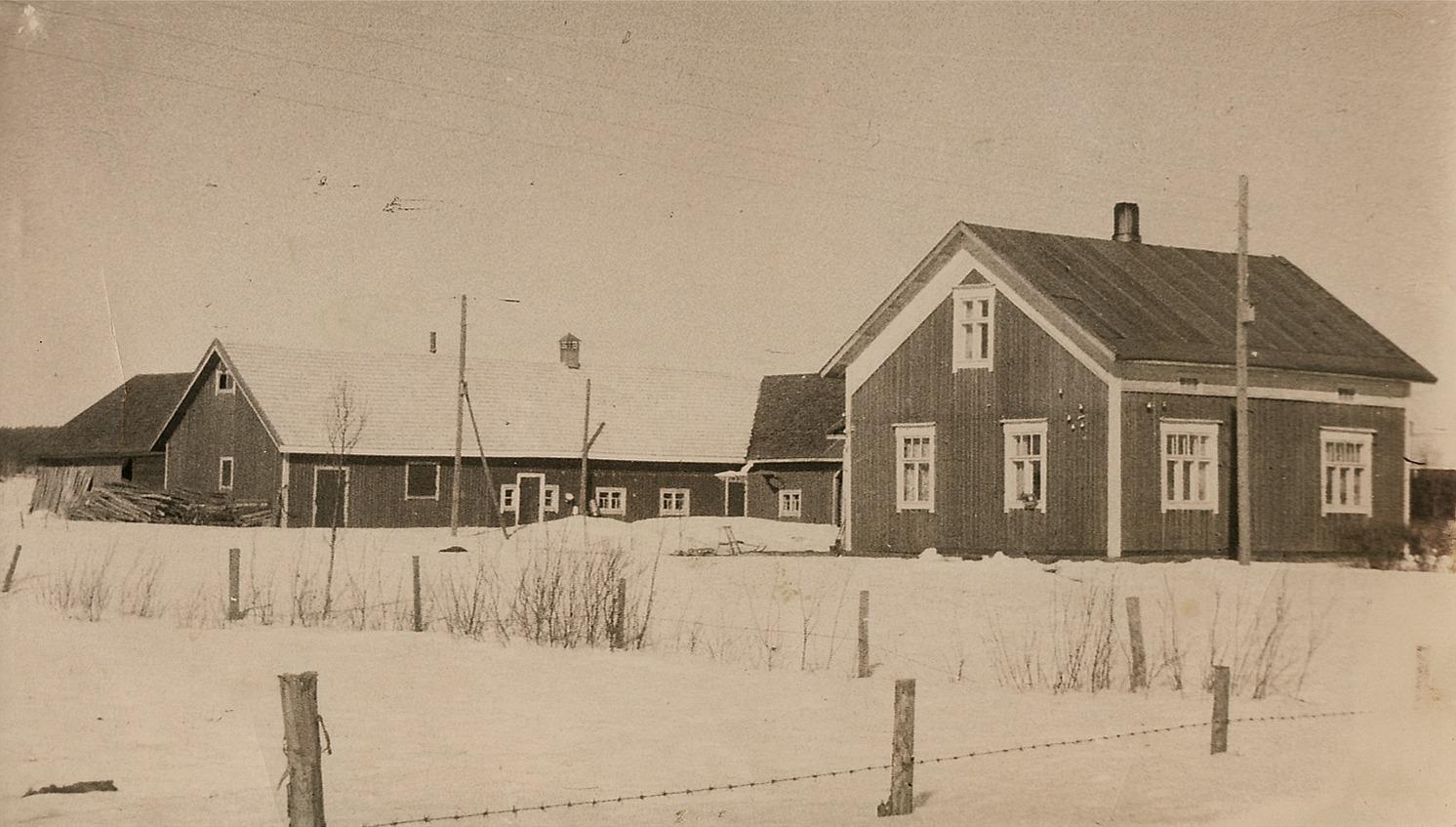 Den här gården byggde Alfred och Agnes åt sig uppe på Åbackan i mitten på 30-talet.