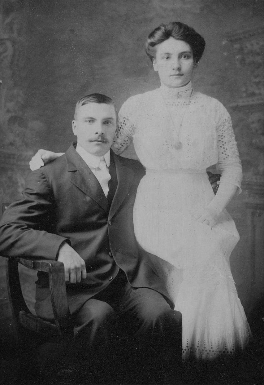 Här Hulda Maria med sin man.