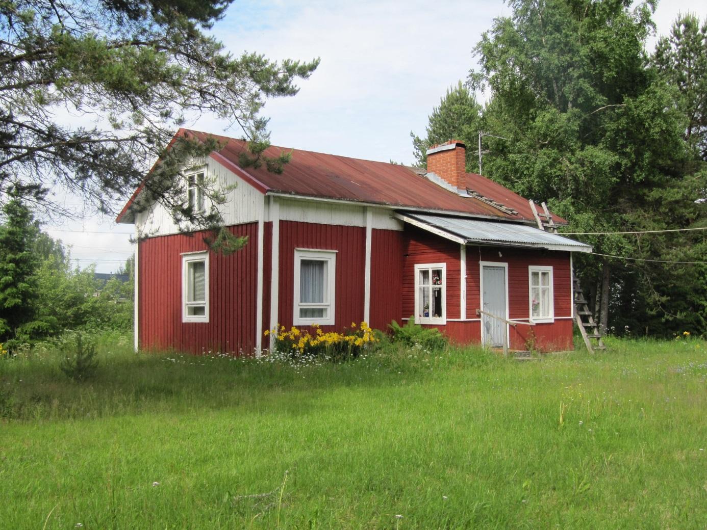 Här den gamla gården fotograferad från öster år 2011.