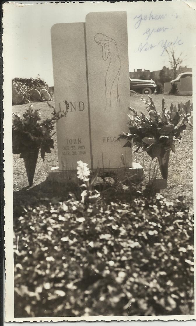 Här John Linds och Helgas gravsten.