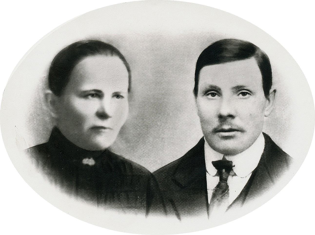 Foto av Dragås-Hilda Kaskimäki och hennes man Johan Viktor Kaskimäki just före hans avfärd till Amerika år 1902.