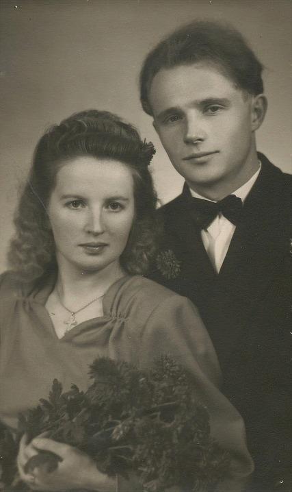 År 1949 gifte sig Veli Kangas med Ethel Backlund, f 1928, dotter till Emil och Ida Backlund.