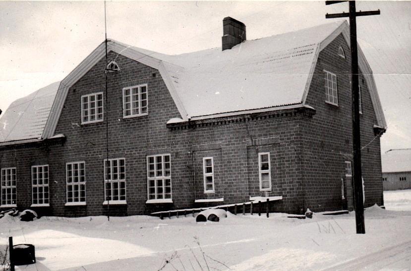 Gun-Lis Långfors bild tagen från norr möjligtvis på 60-talet. I högra kanten skymtar Nils Nelsons magasinbyggnad.