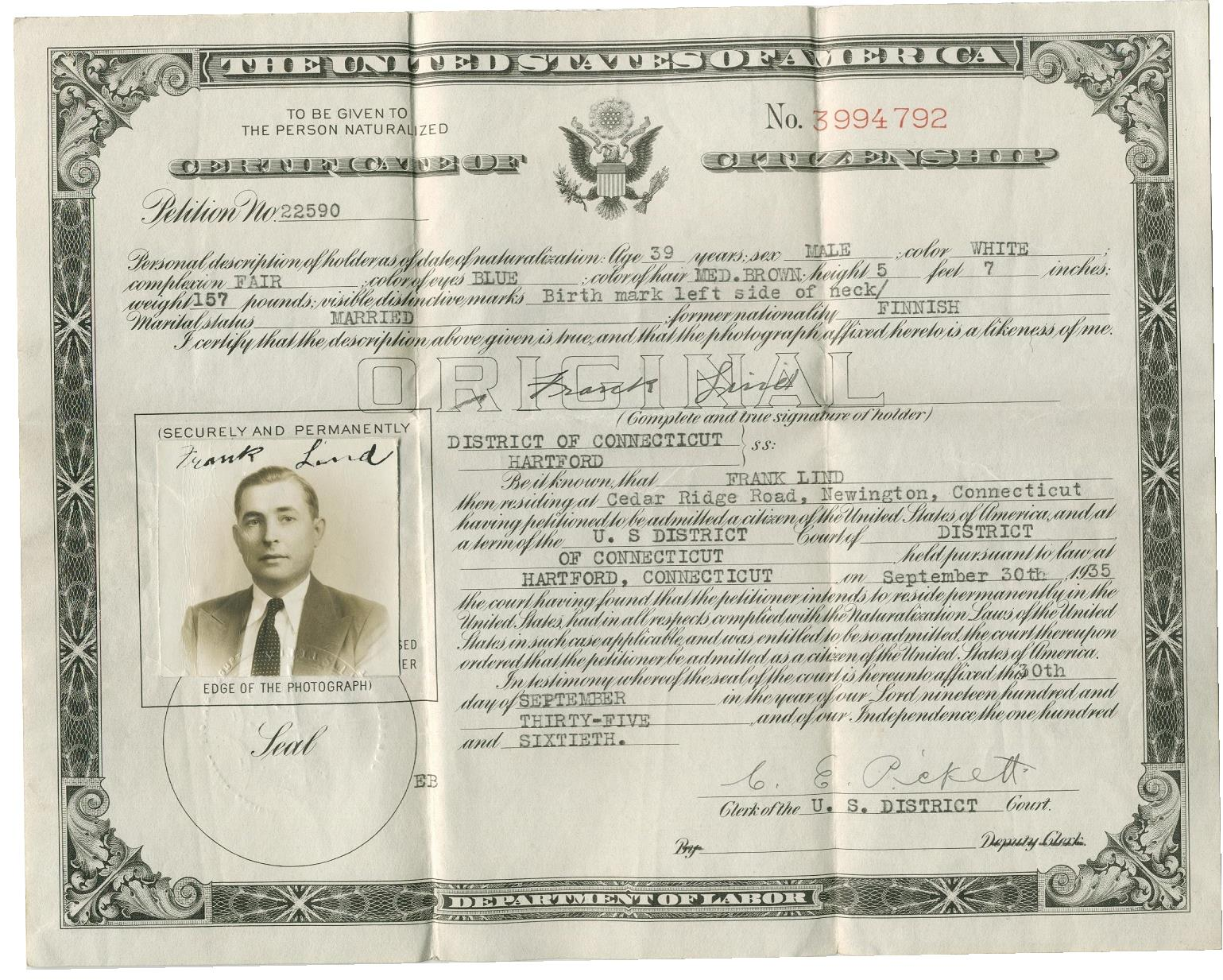 År 1935 blev Frans Lillkull eller Frank Lind amerikansk medborgare och han återvände aldrig till hemlandet.