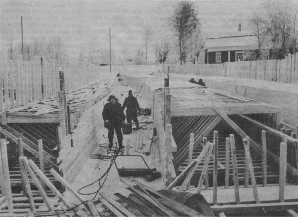 I mitten på januari 1984 höll arbetarna på med gjutformarna och armeringen.