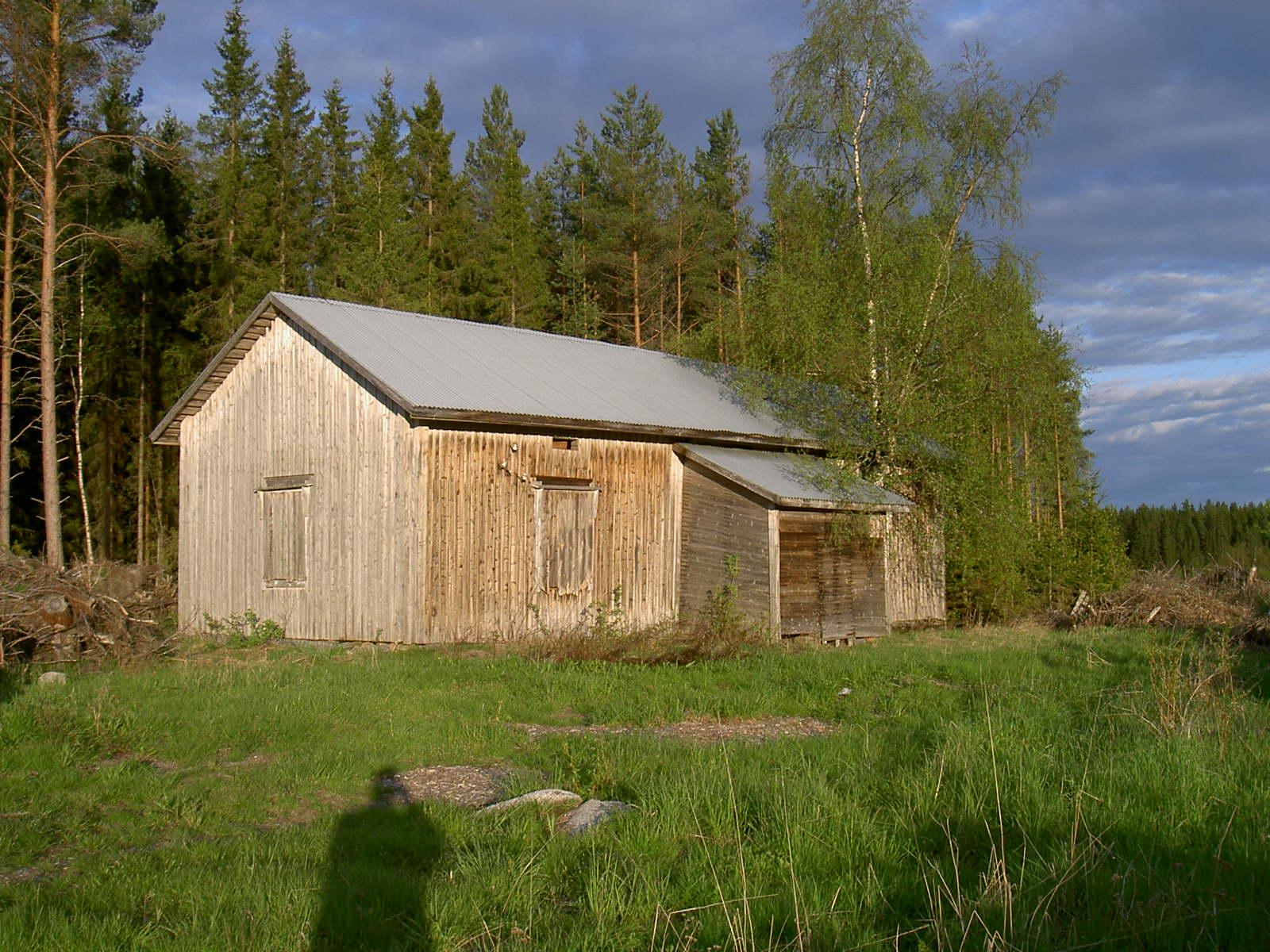 I det här torpet som stod på Lillsjölidvägen, som byggdes av Isak Hosioja föddes sonen Josef som sedan gifte sig med Amanda Lång.